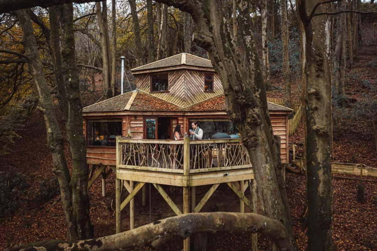 ravendere-retreat-treehouse-in-forest-treehouses-devon