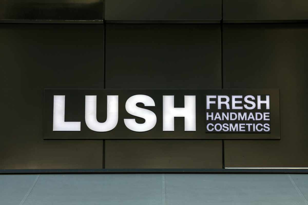 sign-to-lush-fresh-handmade-cosmetics-shop