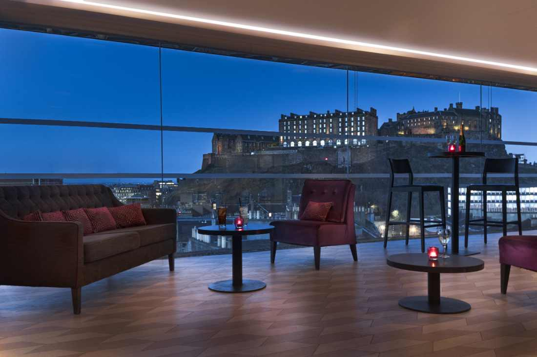 tables-in-skybar-bar-overlooking-city-at-night