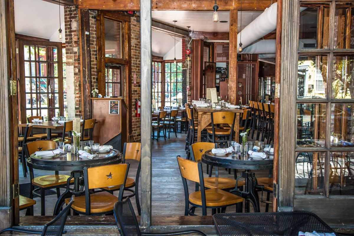 tables-inside-shaws-tavern-restaurant