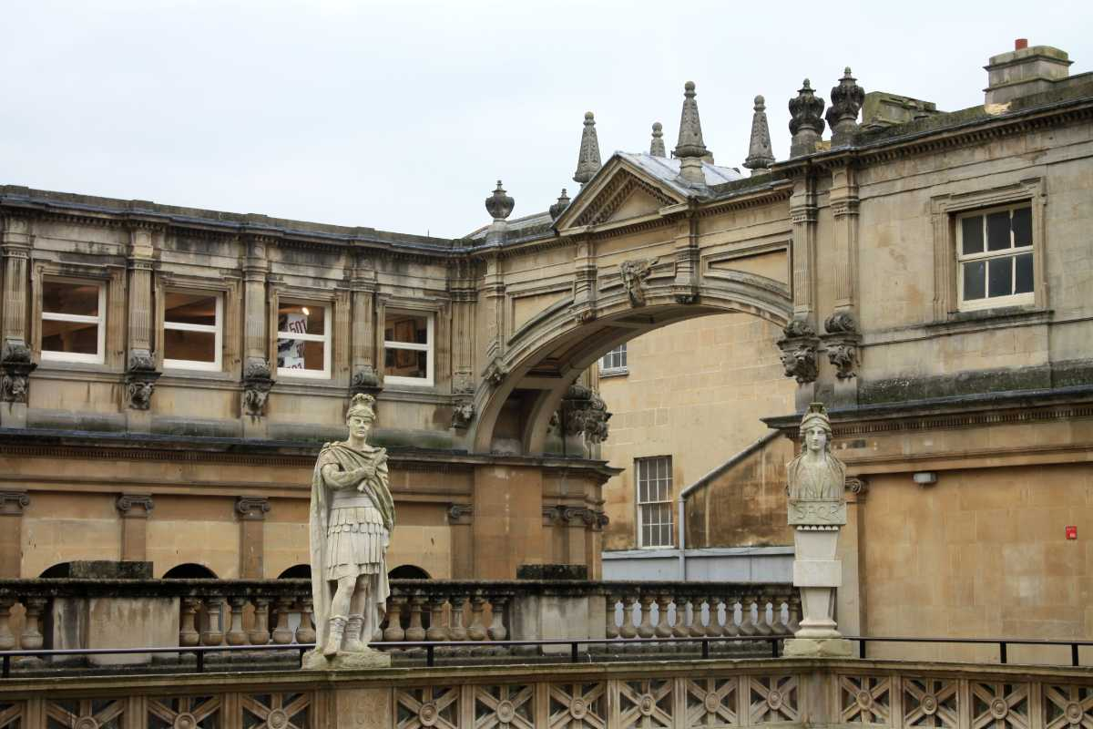 york-street-palladian-arch-with-statue-in-front