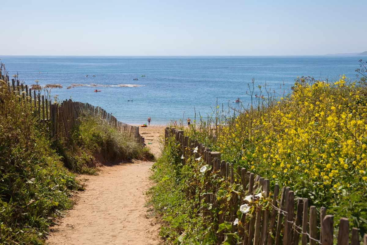 beach-path-to-thurlestone-bay-things-to-do-in-south-devon