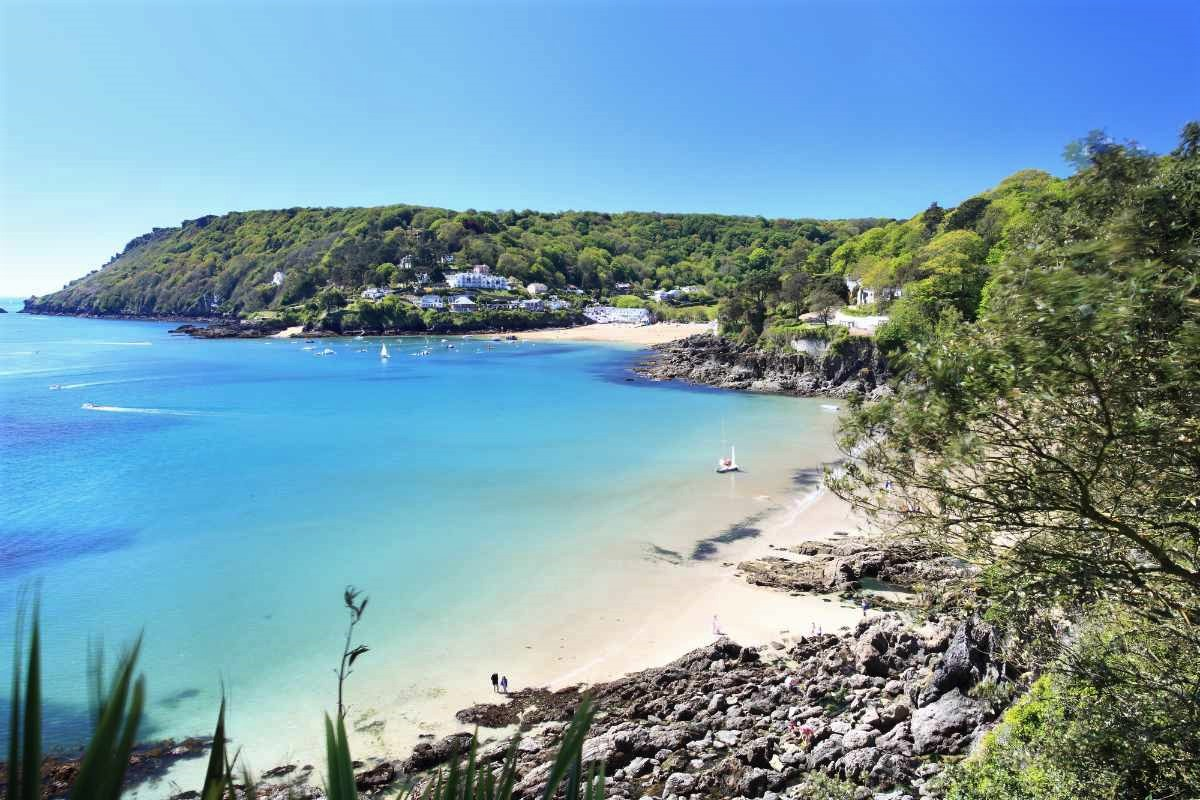 salcombe-beach-on-sunny-daythings-to-do-in-south-devon