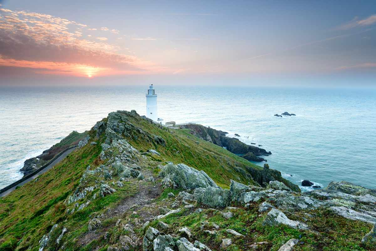 start-point-lighthouse-at-sunset-things-to-do-in-south-devon