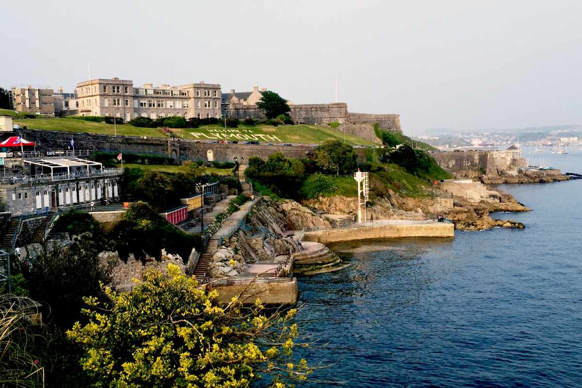 the-royal-citadel-overlooking-the-ocean-at-plymouth-hoe