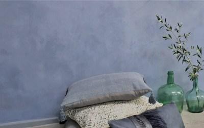 Wandgestaltung mit Mineralputz in Indigo Blau