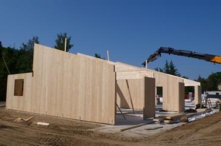Cantiere di una casa con parete in Xlam