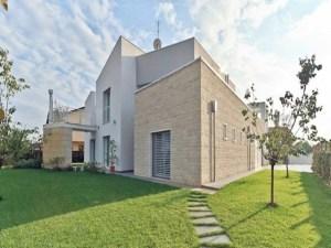 Villa moderna in provincia di Padova realizzata dallo studio FareArchitettura
