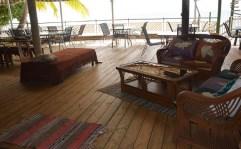 Salle commune face à la mer