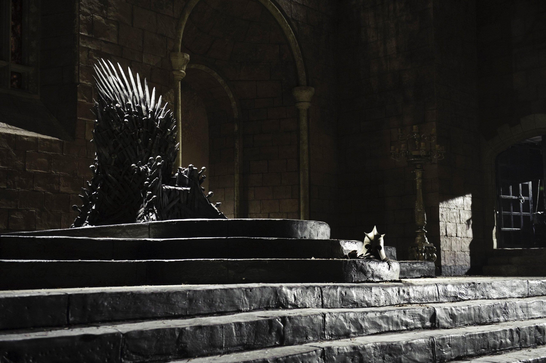 Imagem do trono de Game Of Thrones vazio.