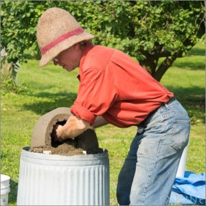 The Grain Gathering 2014: Building an Earth Oven with Kiko Denzer