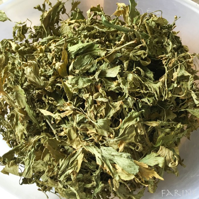 Dehydrated lovage leaves