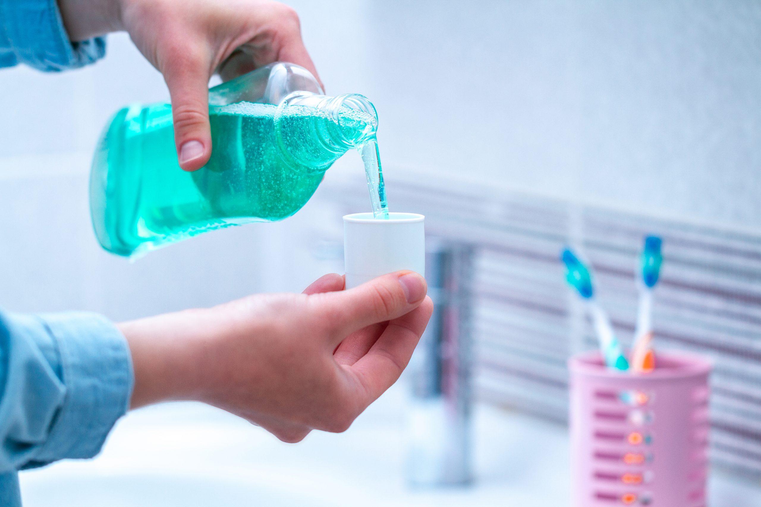 Le proprietà antibatteriche del collutorio alla Clorexidina