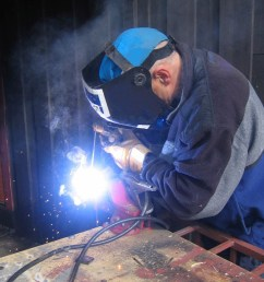 choosing welding cable [ 1536 x 2048 Pixel ]