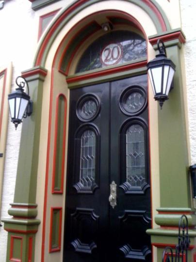CI-Behr_Glossy-Black-Front-Door_s3x4_lg