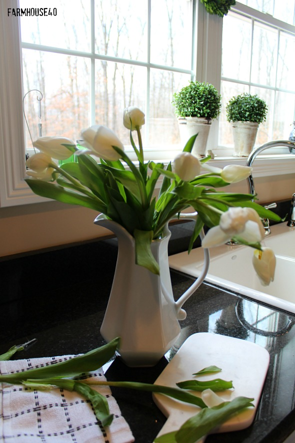 farmhouse kitchen with white tulips 3845