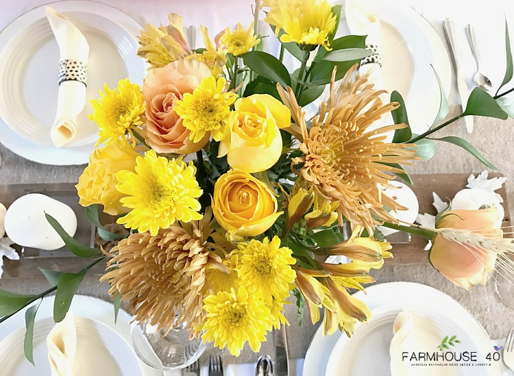 thanksgiving-tablescape-simple-yellow-bouquet
