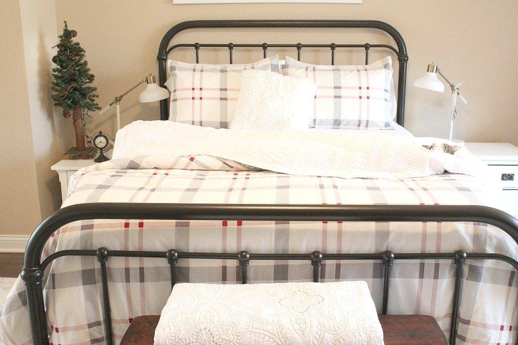 bedroom-holiday-ready