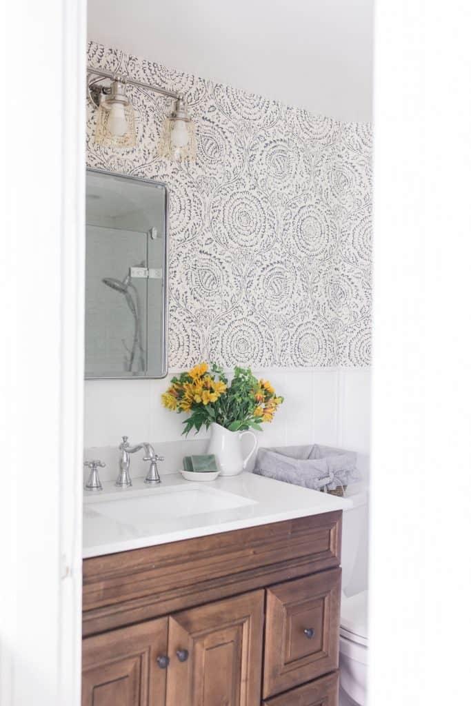 modern farmhouse style bathroom
