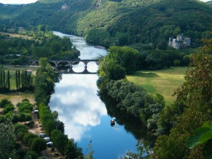 dordogne farmstay farmhouse river and castle