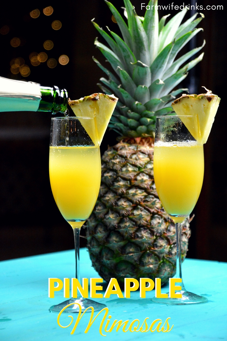 Start a weekend morning with the flavors of Hawaiian with these Hawaiian Pineapple Mimosa made with pineapple juice and champagne. #Champagne #Mimosas #Pineapple