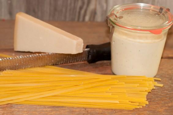 Easy Homemade Alfredo Sauce from Farmwife Feeds is full of creamy garlic parmesan flavor. #alfredo #recipe #pasta