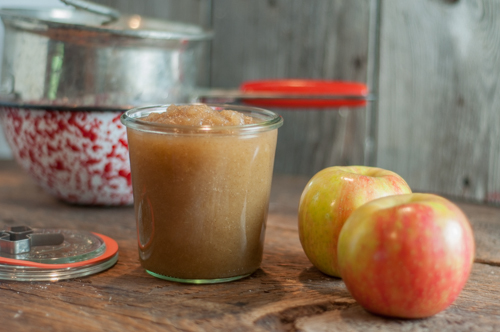 Super easy homemade applesauce with cinnamon-make a little or make a lot, great for canning!