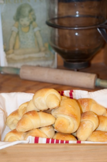 Homemade Crescent Rolls, glazed yeast rolls for family dinners from Farmwife Feeds #yeastrolls #recipes #homemade