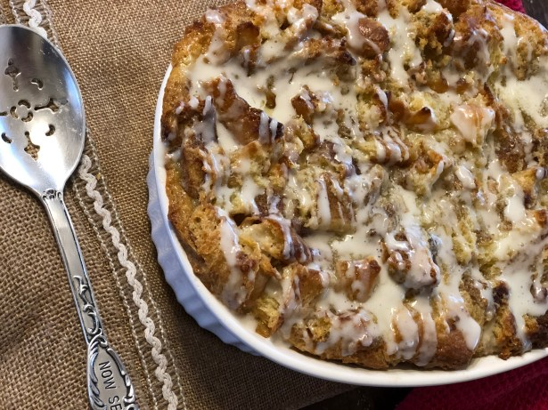 Cinnamon Roll Bread Pudding from Farmwife Feeds is a sweet breakfast treat, a delicious dessert served with ice cream or a great afternoon snack. #cinnamonrolls #recipe #dessert #breakfast #snack