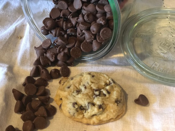 Chocolate Chip Cookies from Farmwife Feeds #chocolatechipcookies #cookies #recipe