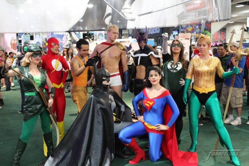 Liga da Justiça -  Cosplays com o sexo trocado!