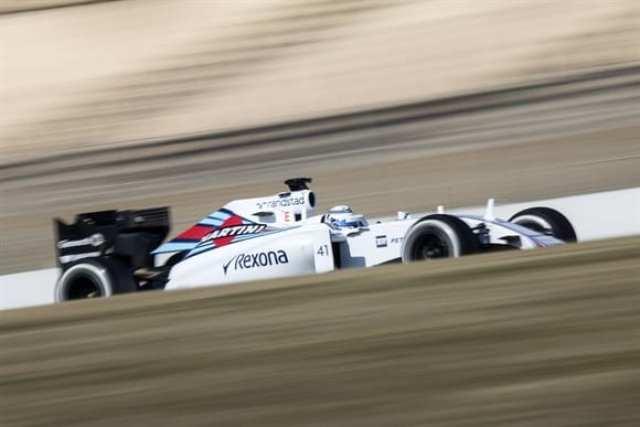 """Susie Wolff acelerando o FW37. No acidente com Nasr não deixou por menos. """"foi desnecessário"""" (Xavi Bonilla/Grande Prêmio)"""