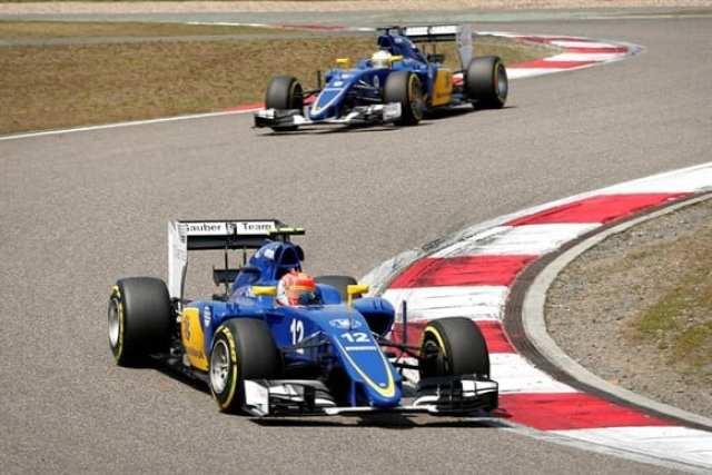Nasr a frente de Ericsson. Brasileiro chegou em oitavo e somou mais pontos para a Sauber (AP)