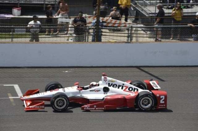 Mesmo com um toque em Simona de Silvestro, Montoya fez grande recuperação e garantiu a vitória na última volta (Jim Haines)