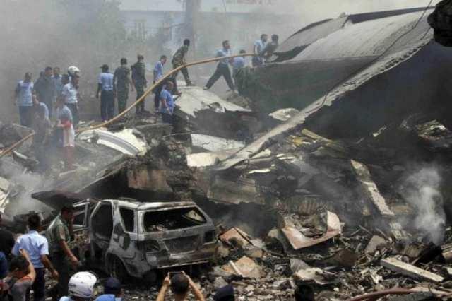 Avião cai Indonesia - Reuters