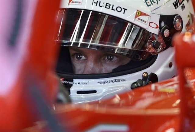 Vettel teve de sacrificar os pits para tentar o terceiro lugar. Acabou com um pneu furado e o 12º lugar (AP)