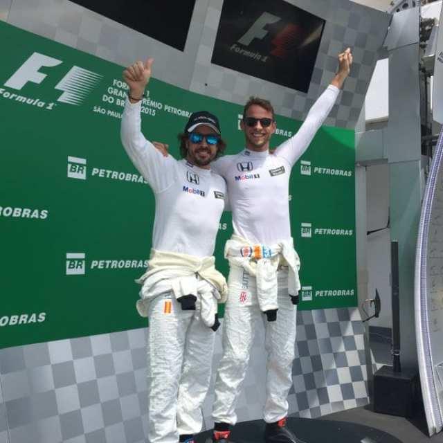 "Alonso e Button ""brincam e se divertem"" no pódio de Interlagos (McLaren)"