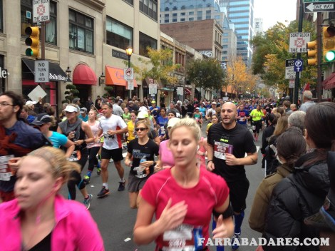 Maratona de Philadalphia - corredores na Chestnut Street
