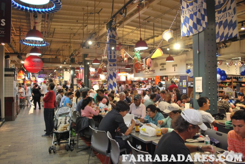 Interiror do Reading Terminal Market na Philadelphia