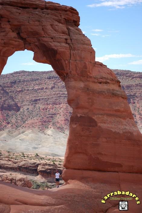 Arches National Park - aquela sou eu embaixo do Delicate Arch