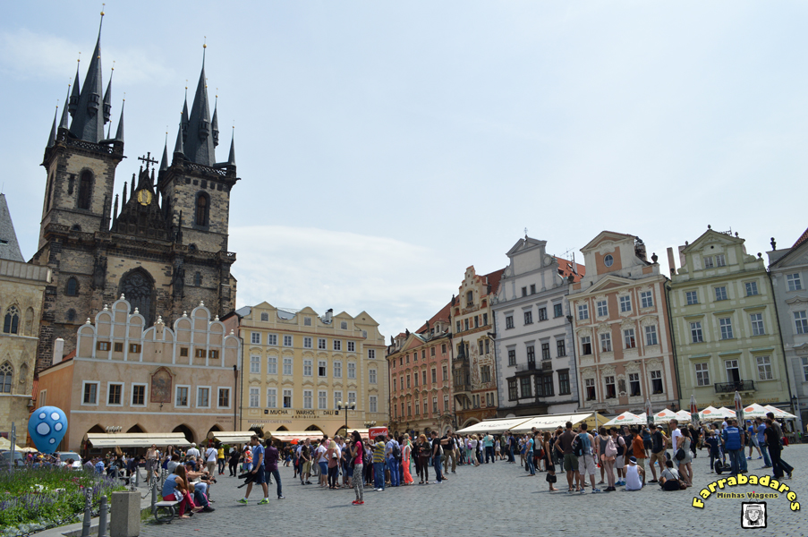 Praga - Praça da Cidade Velha (Staromestske namesti) e a igreja gótica de Nossa Senhora de Týn