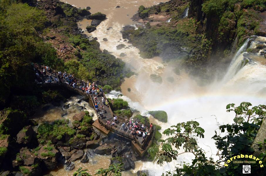 Parque Nacional Iguazú - circuito superior, Salto Bosseti lá embaixo.
