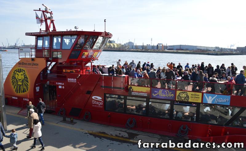 Hamburgo - ferry 32 que faz o passeio pelo porto