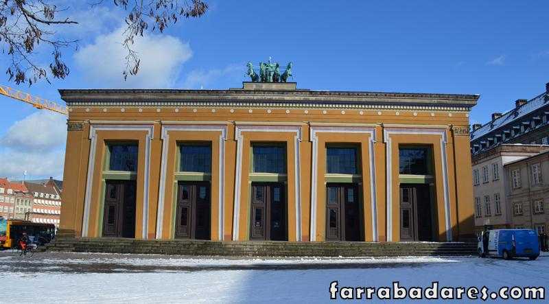 Museus em Copenhague: a colorida fachada do Museu Thorvaldsen