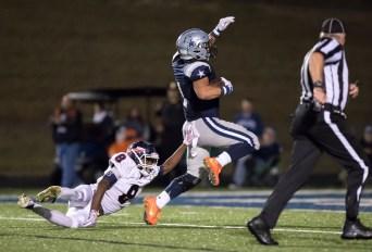 Cooper Hardin rushes 55 yards for the Farragut TD on 10/21 against South Doyle. PHOTO CREDIT: Carlos Reveiz, CRFOTO.com