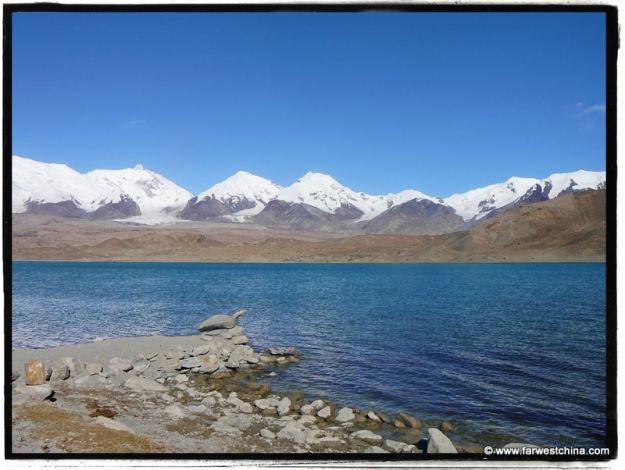 Xinjiang's beautiful Karakul Lake