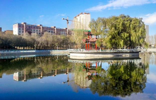Xinjiang University campus lake