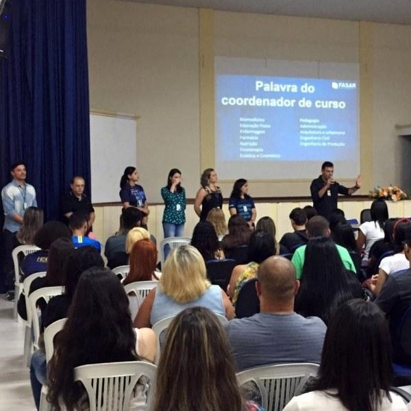 Os coordenadores se apresentaram para os alunos ingressantes de 2020