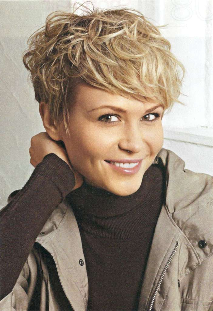 Short Hairstyles For Wavy Hair - 9