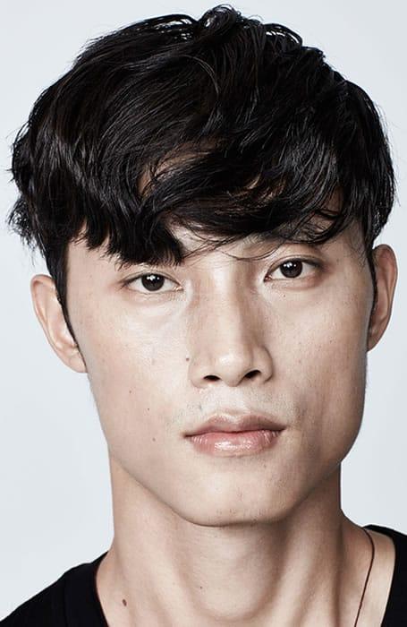 Men's Textured High-Shine Fringe Hairstyle